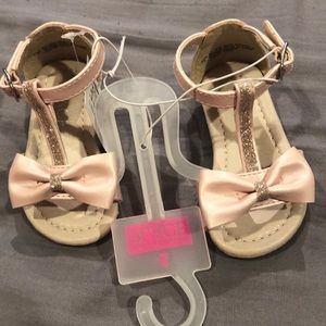 Baby pink with bow infant sandals